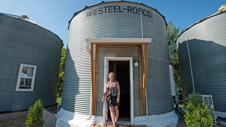 Saskatchewan farmers convert old grain bins into unlikely tourist cabins