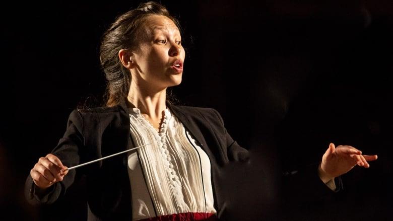 MUSIQUE et RAPPORTS SOCIAUX Naomi-woo-conductor-30-under-30