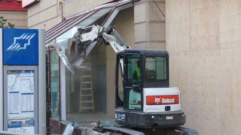 Winnipeg 'icon' demolished as Portage Place bus shack torn down