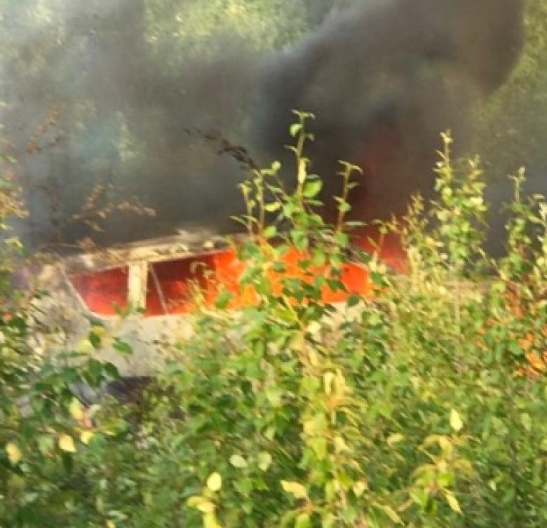 https://i.cbc.ca/1.5222929.1563985583!/fileImage/httpImage/image.jpg_gen/derivatives/original_780/burnt-out-car-in-northern-manitoba.jpg
