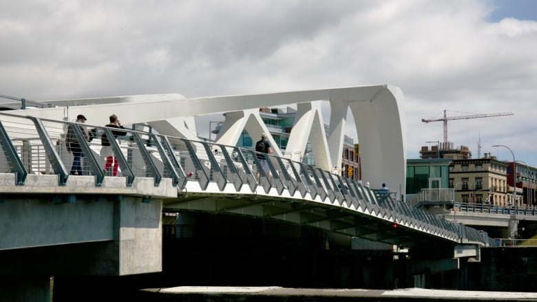 Johnson Street Bridge safety under review after 2 incidents with intoxicated pedestrians