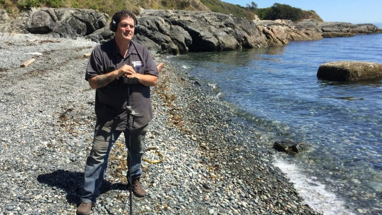 Metal detector enthusiast unearths thousands of historic