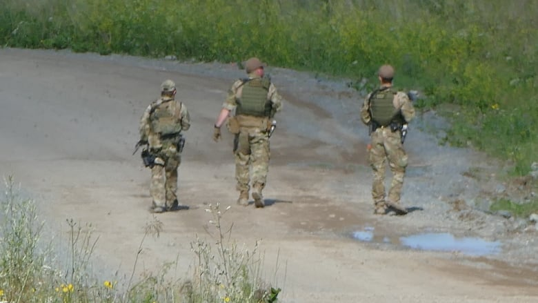 Credible tip spurs Mounties to redirect large-scale fugitive search to York Landing, Man.: RCMP