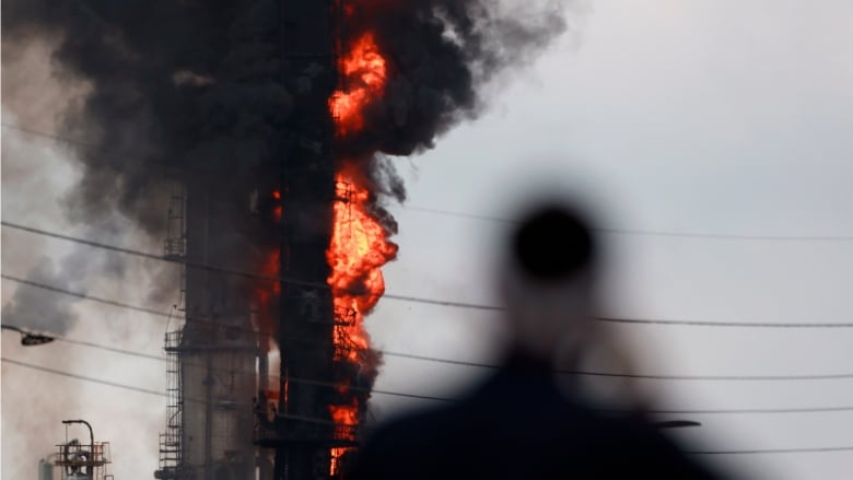 6 people injured in fire at Exxon refinery near Houston | CBC News