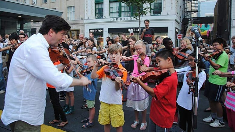 Strings, street-circus acts and a silversmith: 3 things to do this weekend