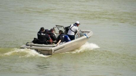 Nelson River Gillam search B.C. manhunt fugitives