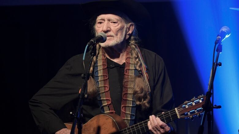 Willie Nelson cancels tour due to 'breathing problem' | CBC News