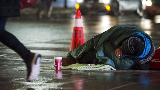 Growing number of newcomers, refugees ending up homeless in Canada: studies | CBC News