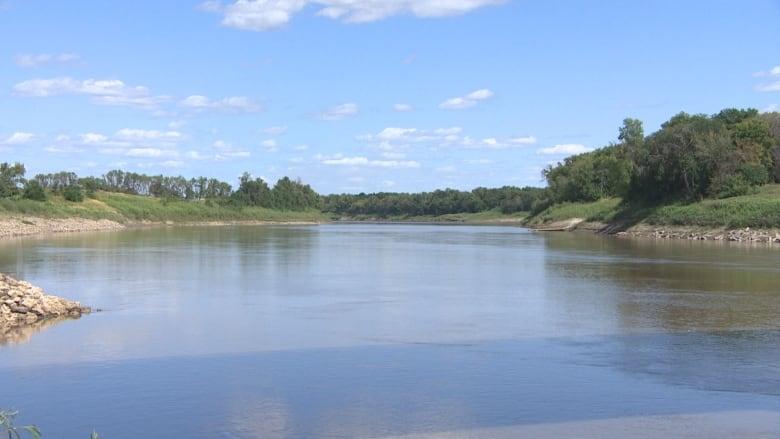 https://i.cbc.ca/1.5242660.1565407325!/fileImage/httpImage/image.jpg_gen/derivatives/original_780/water-walk-red-river.jpg