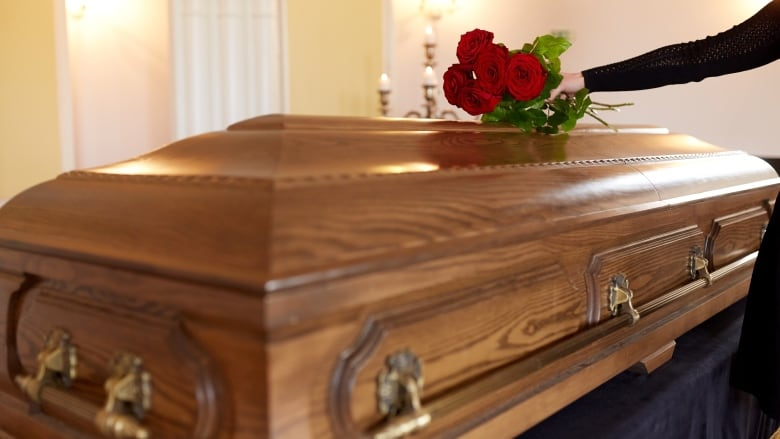 Coronavirus live updates:USA suggests live streaming of funerals