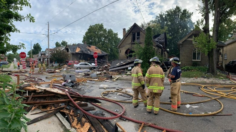 Home Destroyed At Least 7 Damaged In Explosion That Shakes London Ont Neighbourhood Cbc News