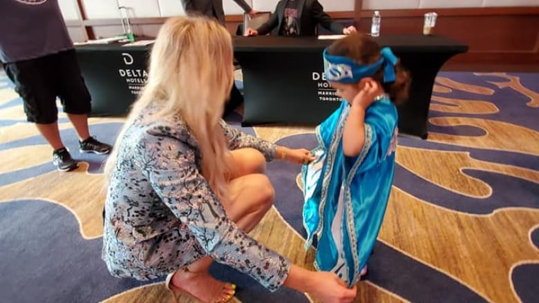 Watch as a 3-year-old Indigenous wrestling fan wins over WWE star Charlotte Flair