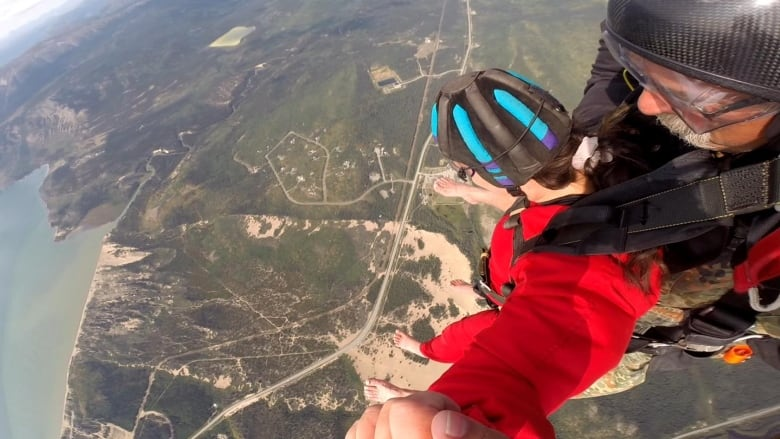 CBC North reporter finds out why skydivers keep jumping