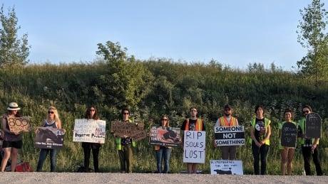 Manitoba memorial vigil for 800 cows dead in Steinbach barn fire