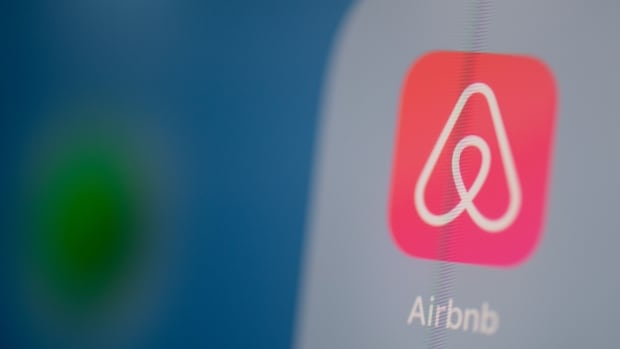 Airbnb shut down Canadian 'superhost' amid scathing reviews, but hundreds of guests left in the lurch | CBC News