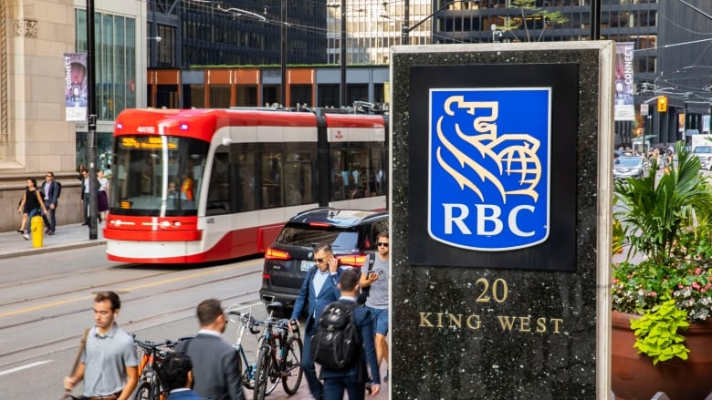 Hoekbank Twenty 5.Royal Bank Hikes Dividend As Profit Rises 5 Cbc News