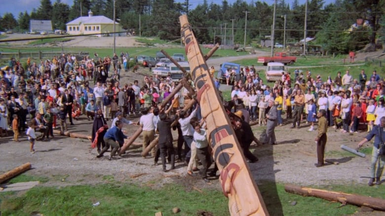 Totem pole raising 50 years ago sparked 'reawakening,' Haida artist says