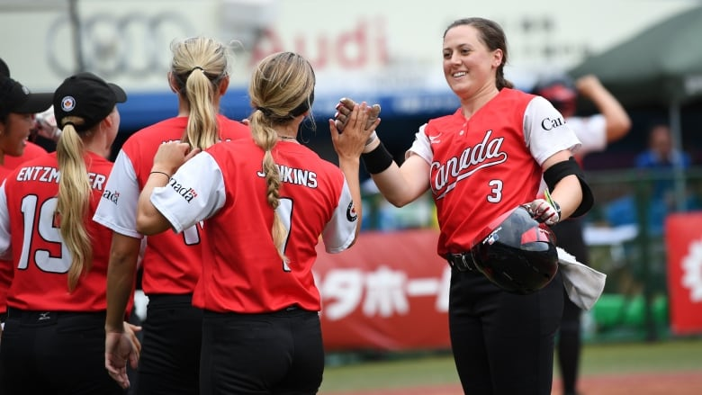 Canadians open Softball Americas Qualifier with dominant win over Cuba