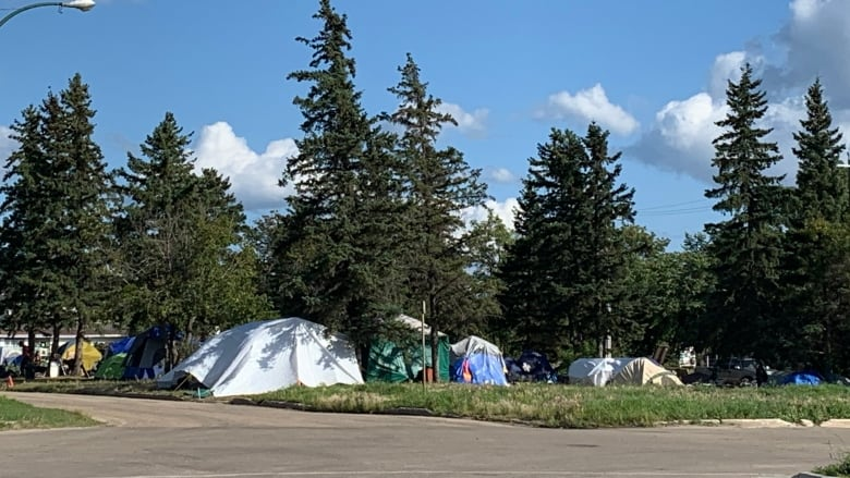 City, advocates working on solution for Grande Prairie's tent city population
