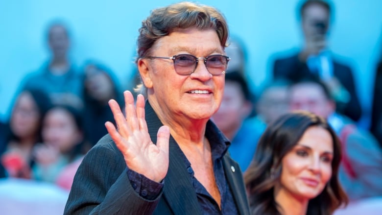Musician Robbie Robertson awarded key to the city by Toronto