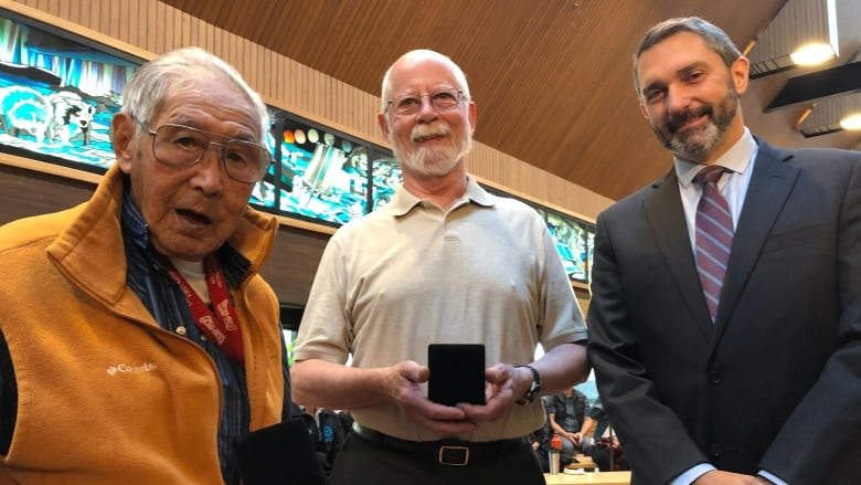 Learning to read at 86: Yukon elder and his tutor receive literacy award