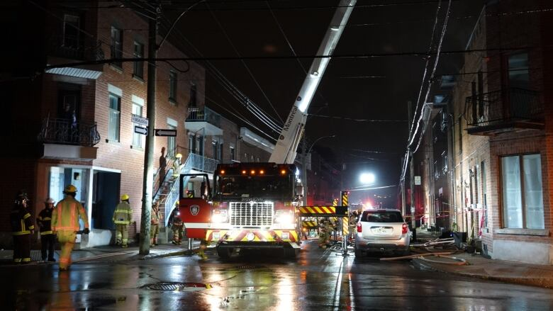 Woman in critical condition after Saint-Henri apartment fire