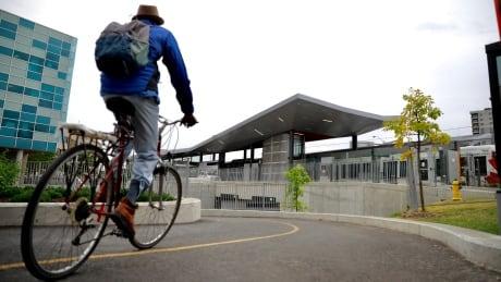 oc transpo ottawa light rail lrt confederation line uottawa traffic bike path parking