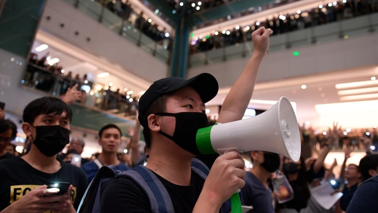 Belting out karaoke is Hong Kong's new protest method | CBC News
