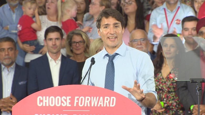 Trudeau promises to cut cellphone bills by 25 per cent if re-elected