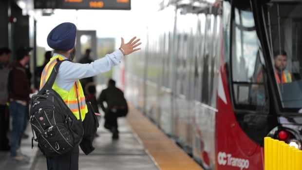 Transit challenge shows councillors 'pros and cons' of LRT | CBC News