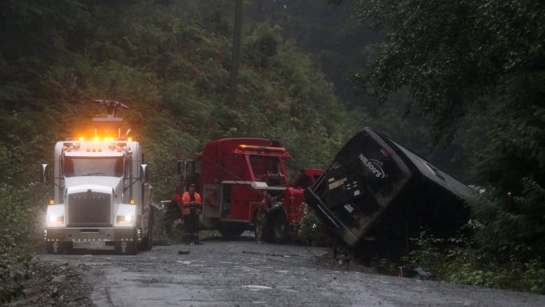 UVic opens counselling services after deadly bus crash kills 2 students