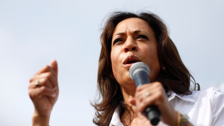 Photo used to criticize Kamala Harris does not show her parents
