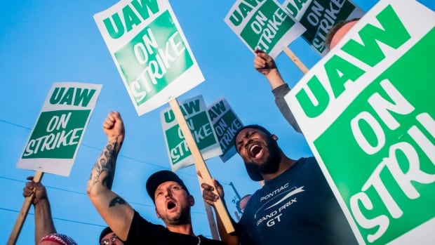 Talks Resume As Uaw Strike Against Gm Enters Second Day Cbc News