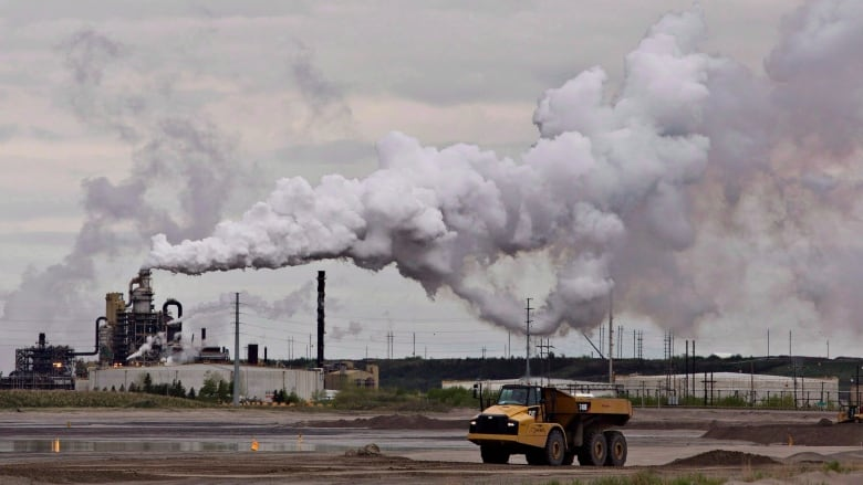 Scientists sound alarm over Alberta's new approach to tracking oilsands pollution