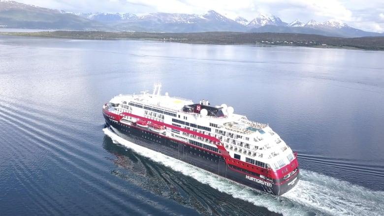 1st hybrid electric cruise ship navigates Northwest Passage