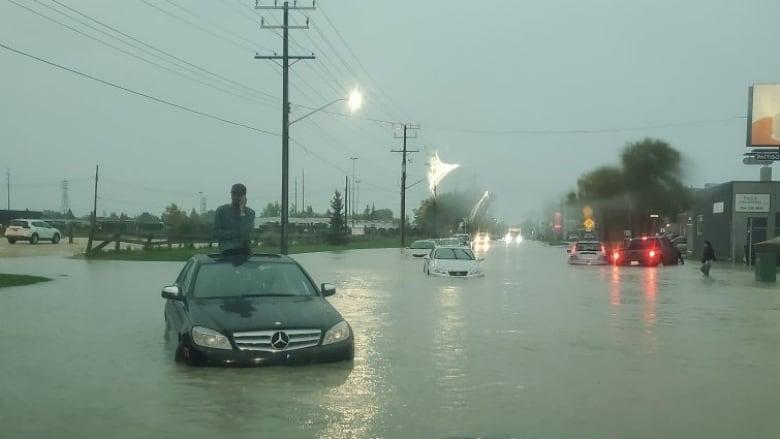 https://i.cbc.ca/1.5291290.1568993298!/fileImage/httpImage/image.jpg_gen/derivatives/16x9_780/flooded-roads-in-winnipeg.jpg