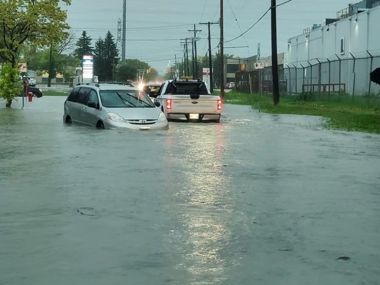 https://i.cbc.ca/1.5291299.1568998640!/fileImage/httpImage/image.jpg_gen/derivatives/original_780/flooded-streets-near-route-90.jpg