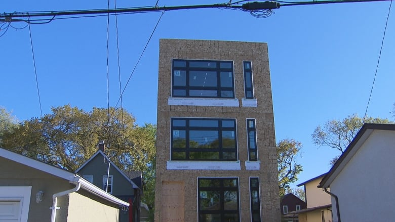 Frustrated neighbour says too-tall home highlights problems with Winnipeg's variance, infill rules