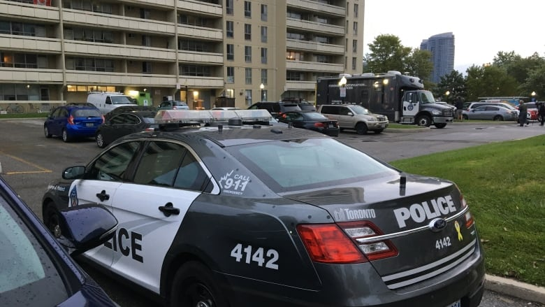 Man, 35, charged with 2nd degree murder after body found in Scarborough apartment