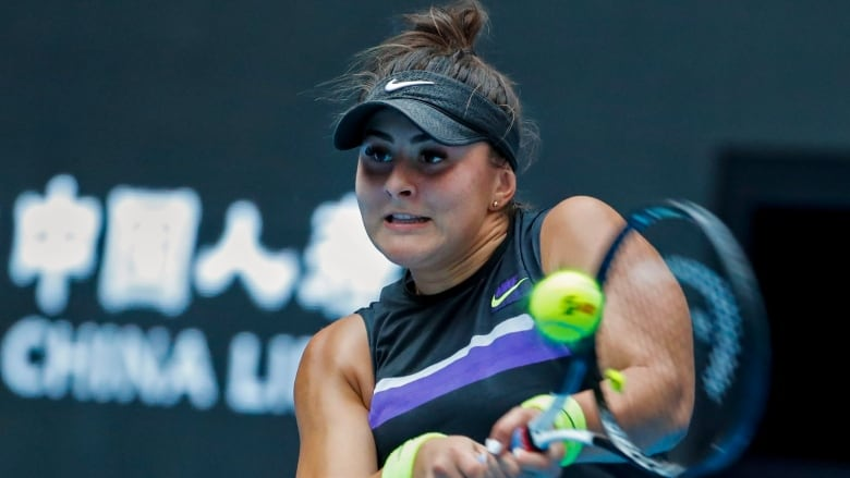 Bianca Andreescu runs unbeaten streak to 16 matches, advances to round of 16
