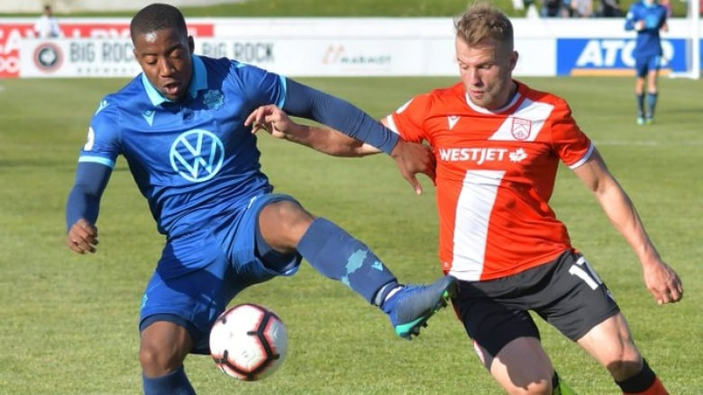 Cavalry shut out 10-man HFX Wanderers to return to top of table