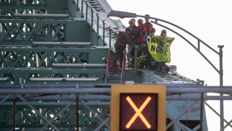 extinction rebellion jacques cartier bridge