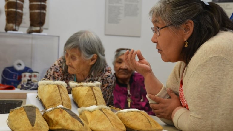 Exhibit reunites Inuit with 100-year-old artifacts in Cambridge Bay