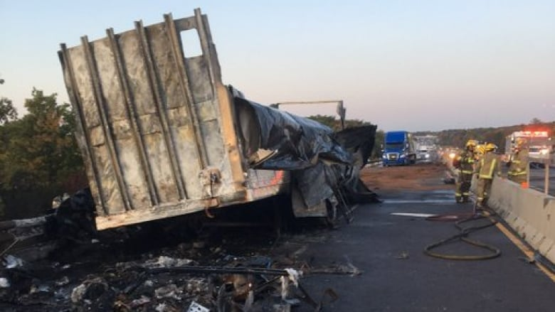 Truck fire closes section of Highway 401 in Kingston