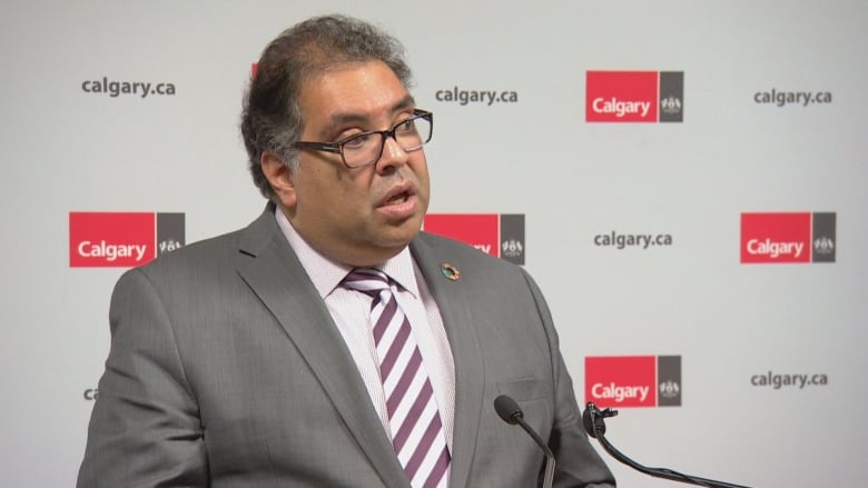Nenshi unveils federal parties' answers to YYC Matters
