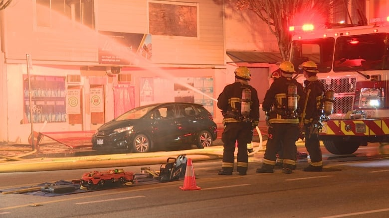 Crews battle 2-alarm fire at abandoned East Vancouver building