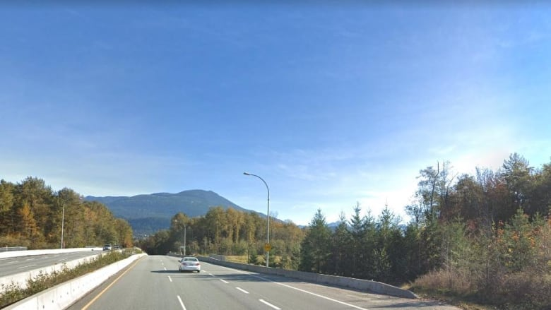 Rock thrown at truck on Sea-to-Sky Highway; police investigating