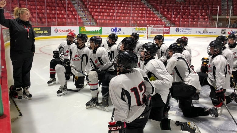Moose Jaw woman becomes 1st female coach in WHL