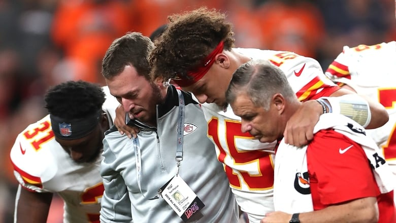 Reigning Mvp Patrick Mahomes Leaves Chiefs Game With Leg