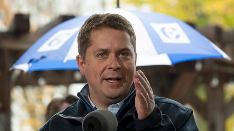 'Entirely untrue': Trudeau pushes back at Scheer's claim that he would hike GST, cut transfers